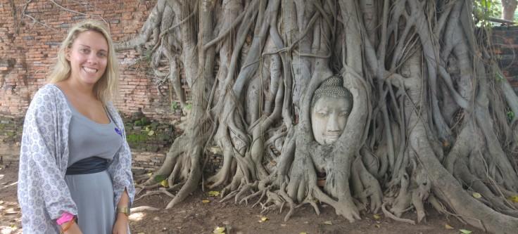 cabeza-de-buda-dentro-de-arbol-ayutthaya